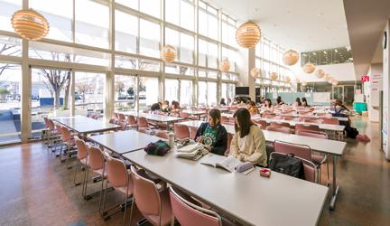 写真:食堂・学生ホール