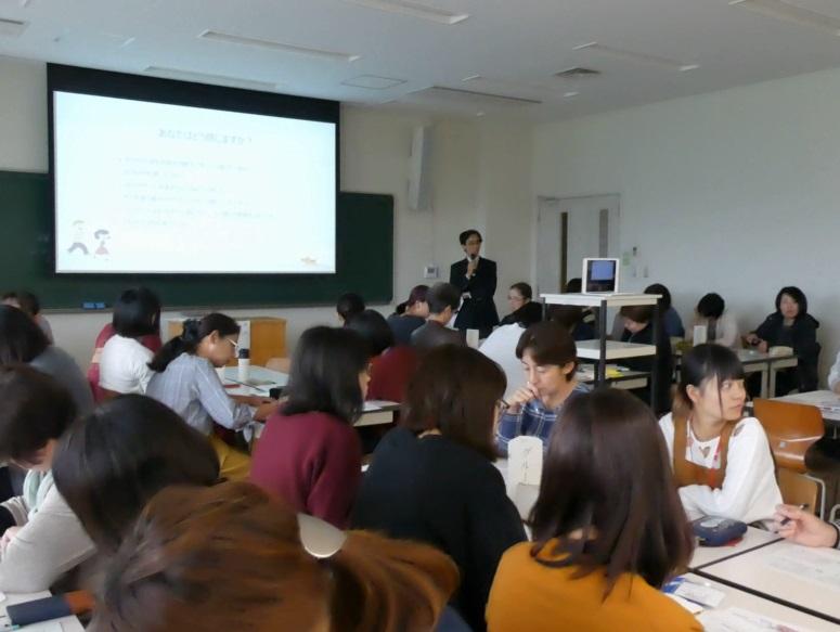 田中先生による著作権の学習 普段、法律にふれることがないだけに皆さん一生懸命!